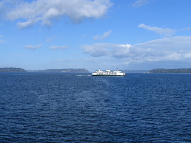 Click here - Ferry coming into Whidbey